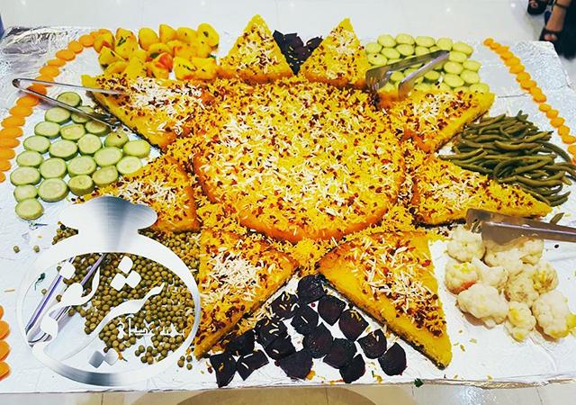 کیترینگ تهیه غذای شریفی بزمینه