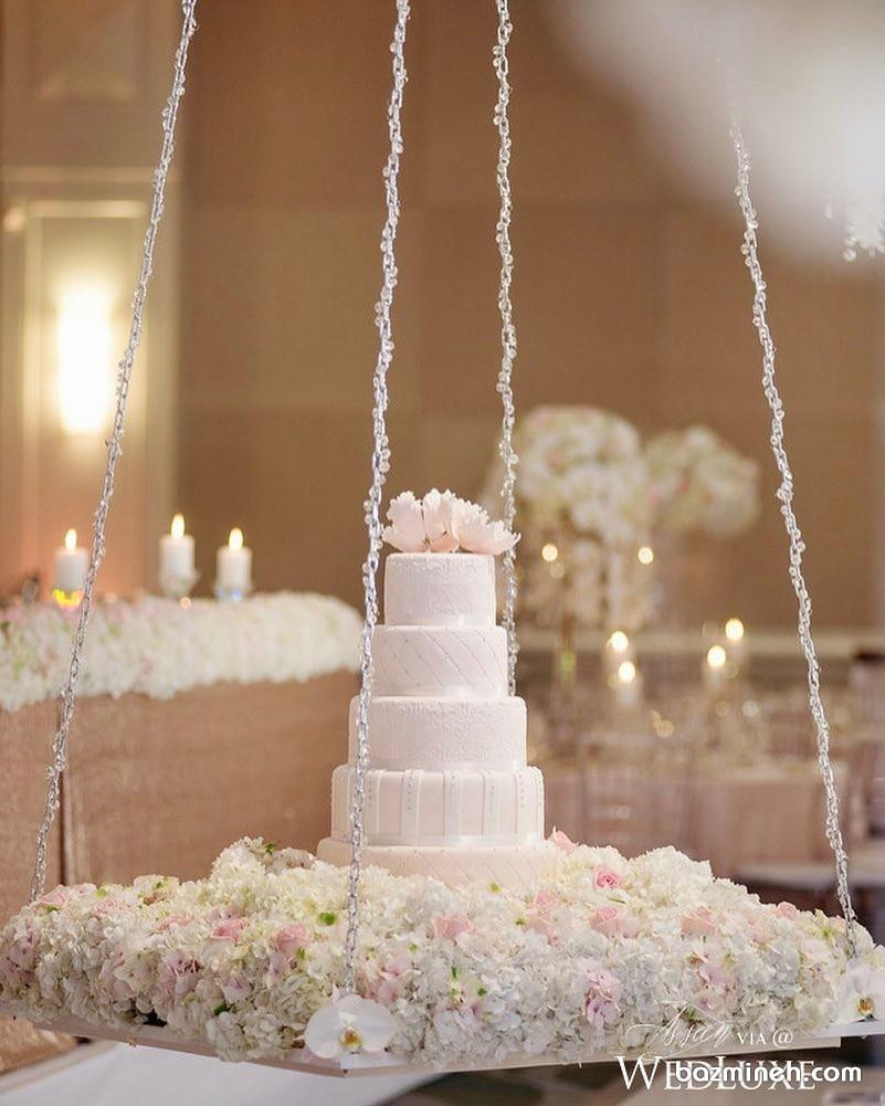 کیک کلاسیک سفید معلق مناسب برای عروسی و نامزدی