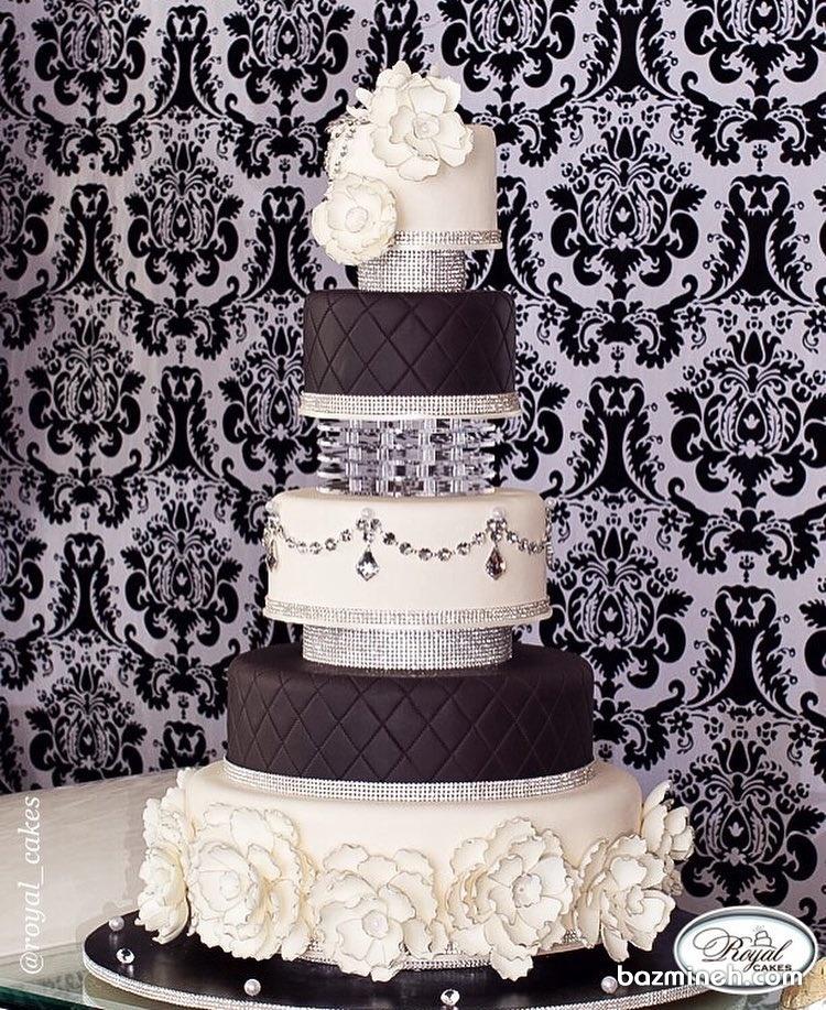 کیک سفید و مشکی همراه با طرح کریستالهای زیبا مناسب جشن های باشکوه