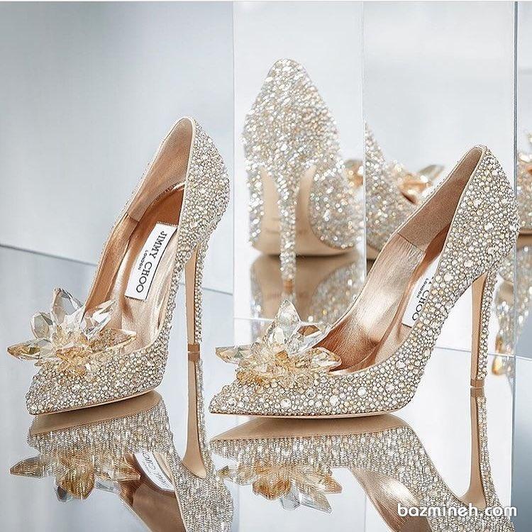 کفش پاشنه بلند طلایی نگین دار مناسب برای مجالس با شکوه