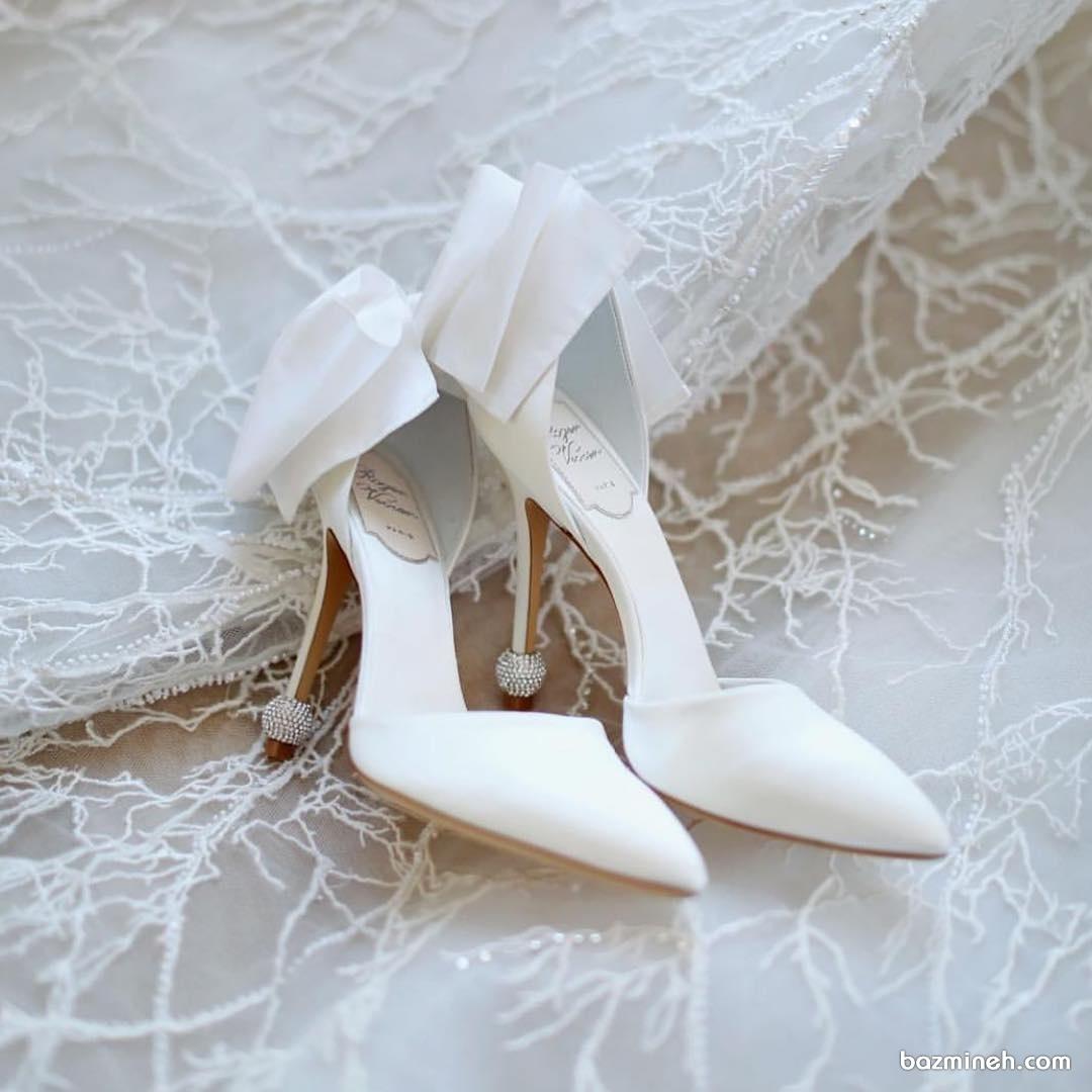 کفش نوک تیز پاشنه بلند سفید مناسب برای عروس خانم ها