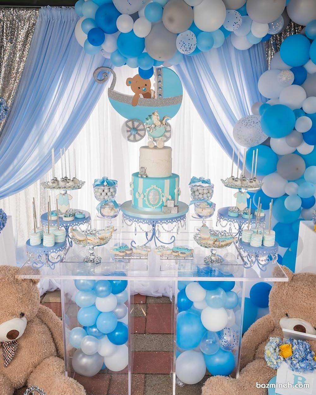 دکوراسیون و بادکنک آرایی با تم سفید و آبی مناسب برای جشن بیبی شاور پسرانه