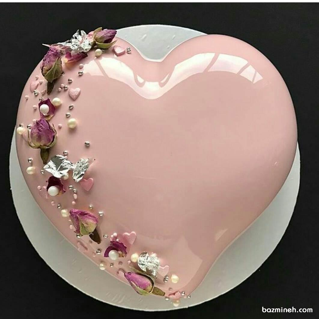 کیک جشن نامزدی به شکل قلب صورتی