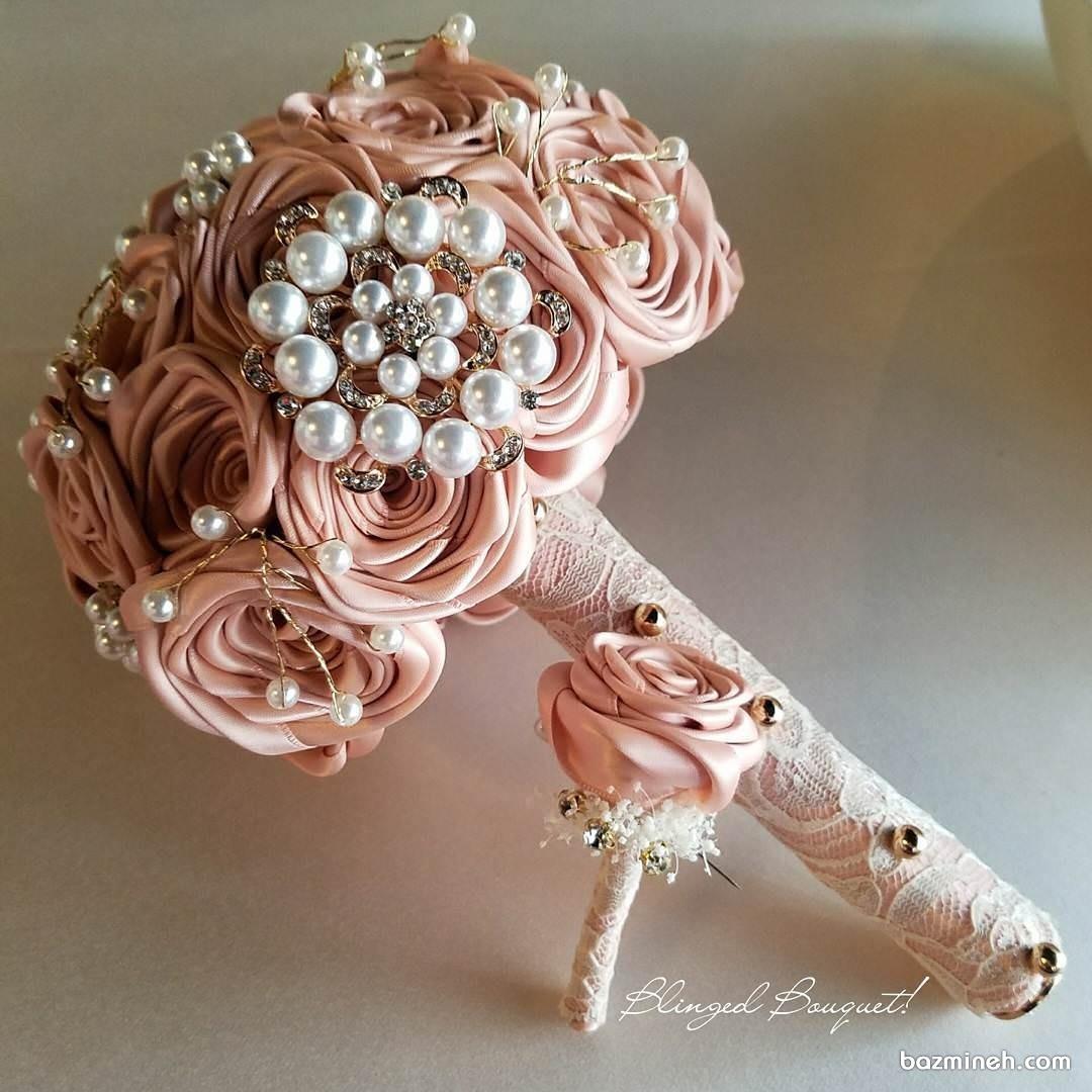 ایده دسته گل عروس با گل های ساتن و مروارید
