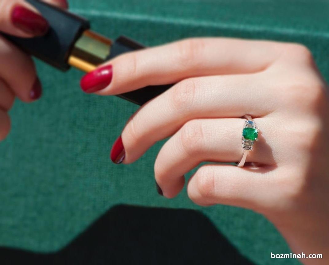 انگشتر ظریف زنانه با نگین سبز رنگ