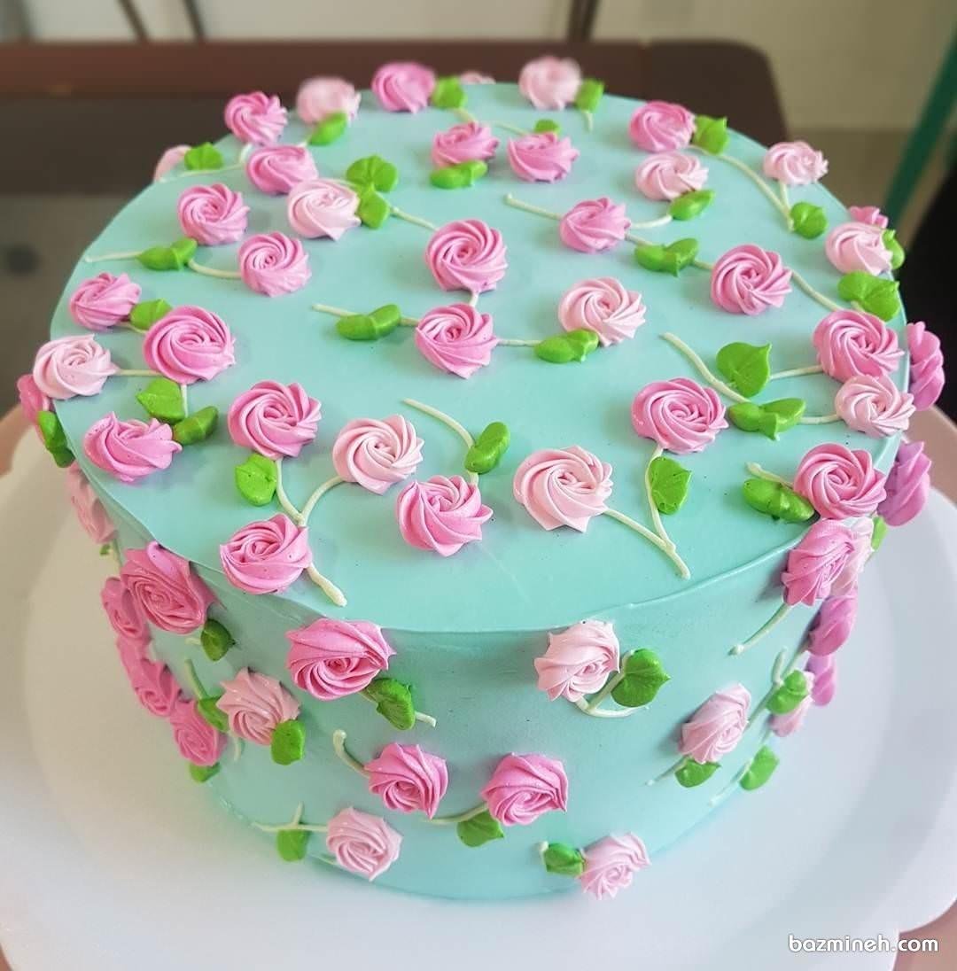 کیک تولد دخترانه با گل های خامه ای صورتی