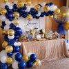 دکوراسیون و بادکنک آرایی جشن تولد با تم سفید آبی طلایی مناسب برای دخترها و پسرها