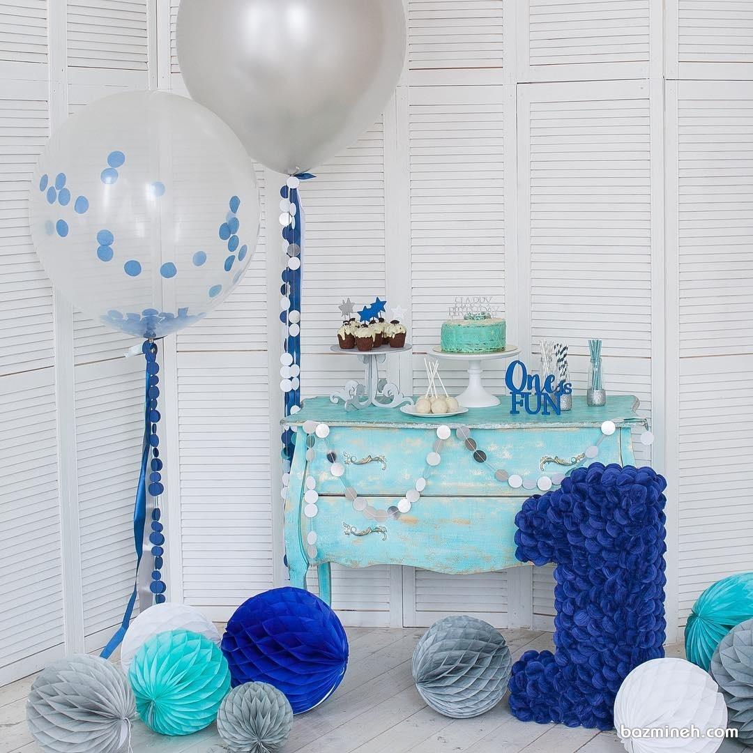 دکوراسیون ساده و شیک جشن تولد پسرانه با تم طوسی آبی
