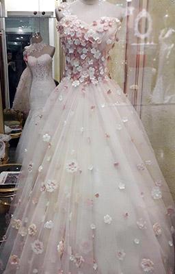مزون لباس عروس شنل-بزمینه