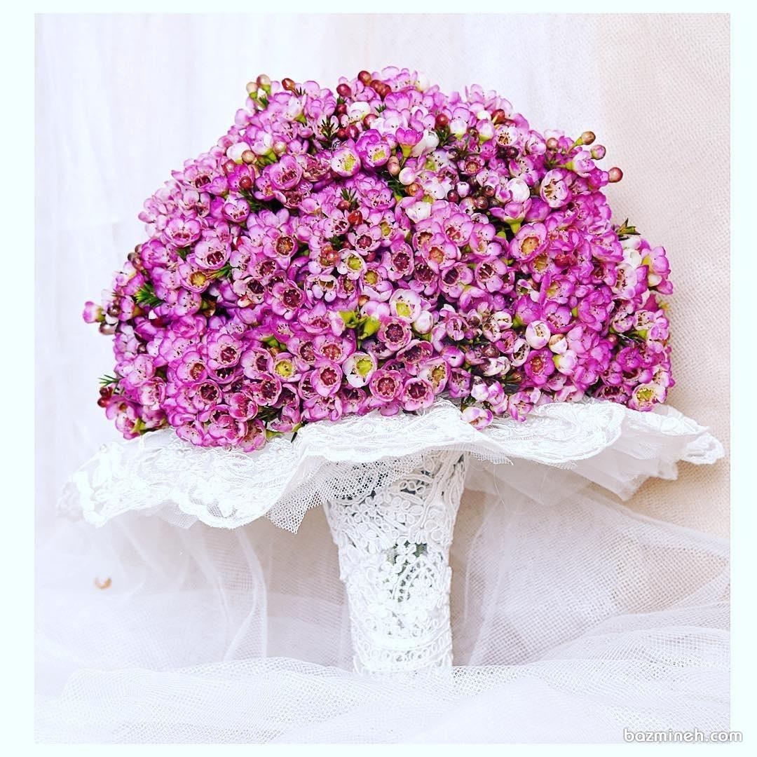 دسته گل عروس با گل های ریز صورتی