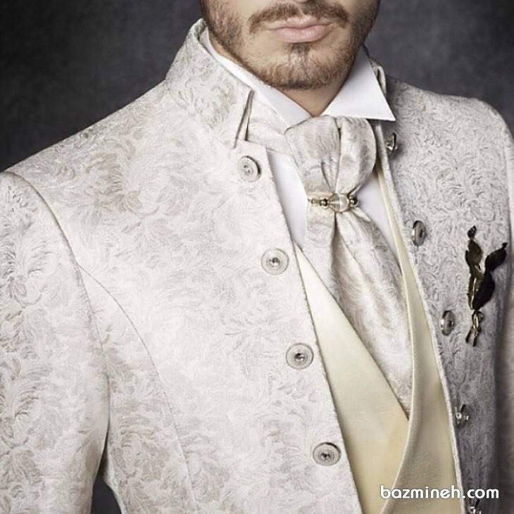 کت و دستمال گردن سفید طرح دار مناسب برای لباس داماد در جشن عروسی یا نامزدی
