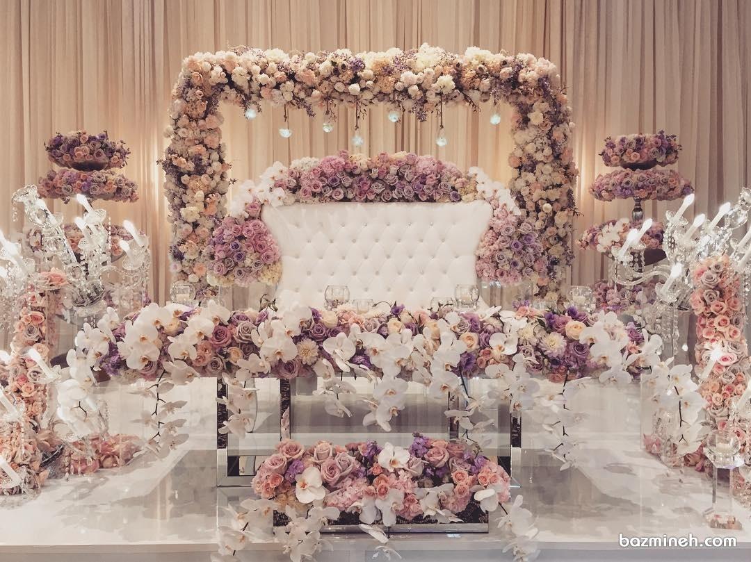 گل آرایی جایگاه عروس و داماد در مراسم جشن عروسی