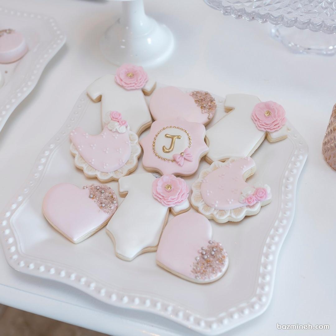 کوکی های بامزه سفید صورتی مناسب برای جشن بیبی شاور دخترانه