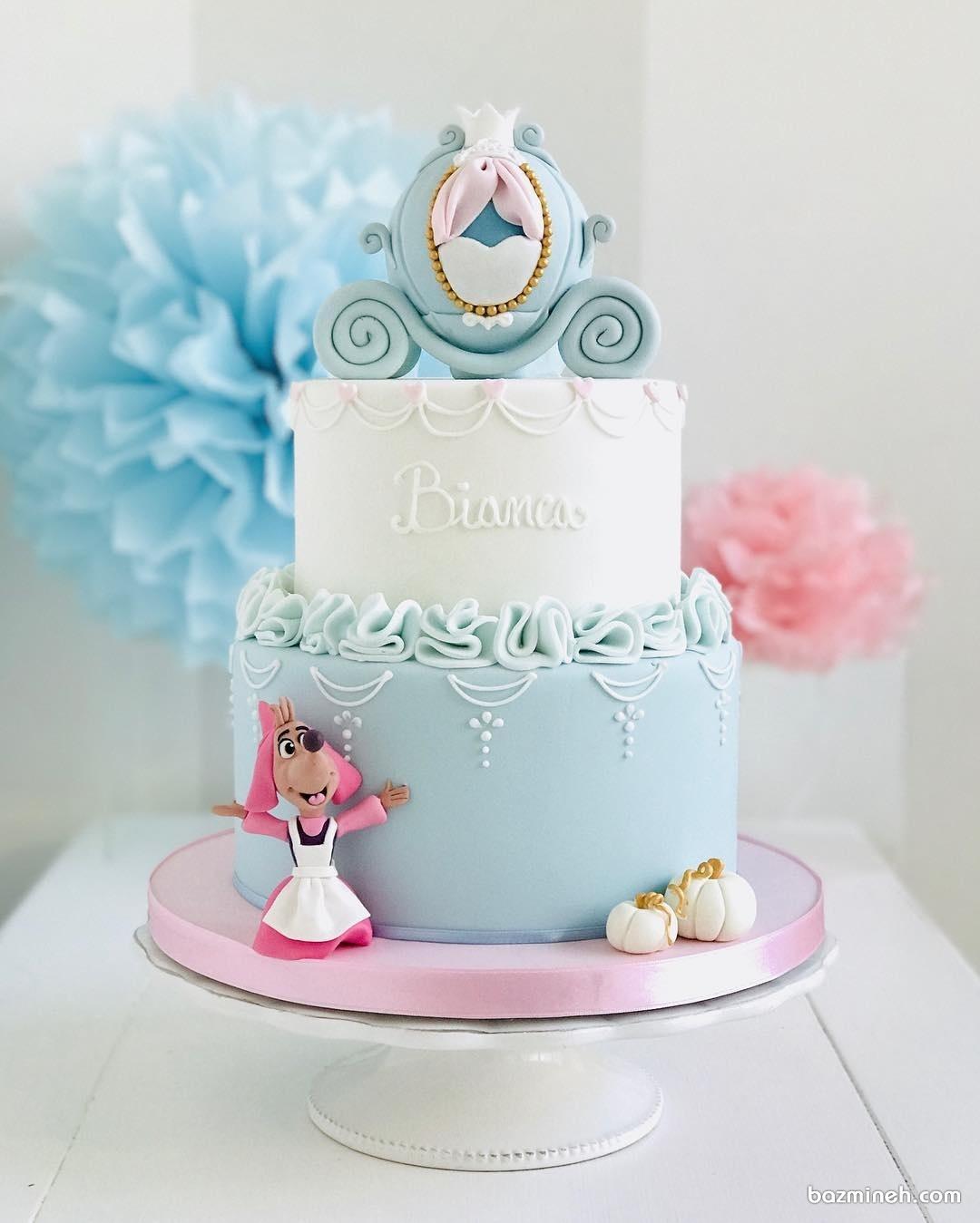 کیک دو طبقه جشن تولد دخترانه با تم سیندرلا به رنگ سفید آبی با عروسک موش مهربون این داستان