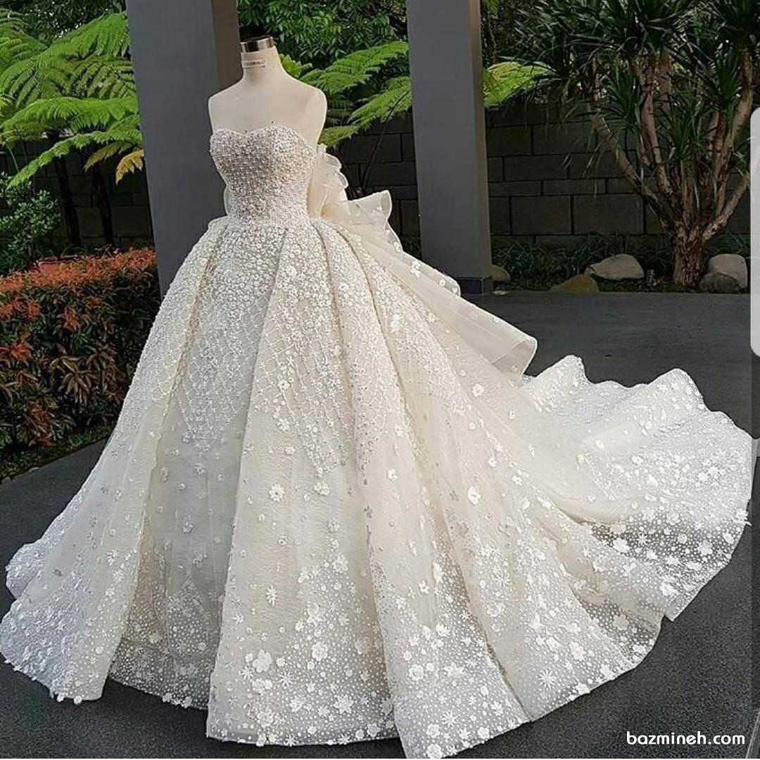 لباس عروس دکلته با دامن دنباله دار