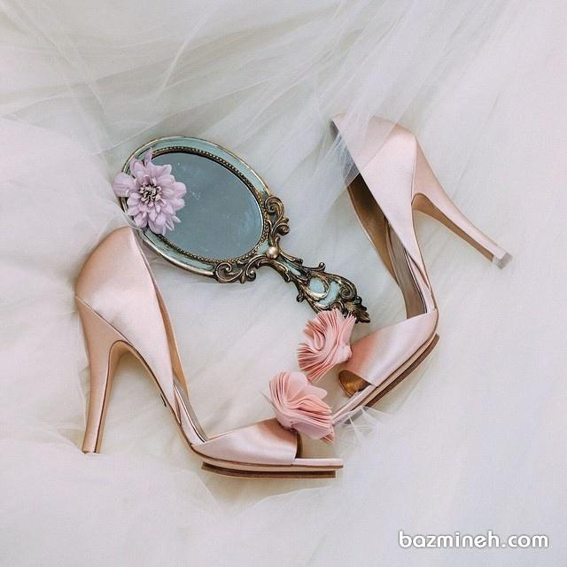 کفش پاشنه بلند جلوباز گل دار به رنگ رزگلد مناسب برای جشن نامزدی