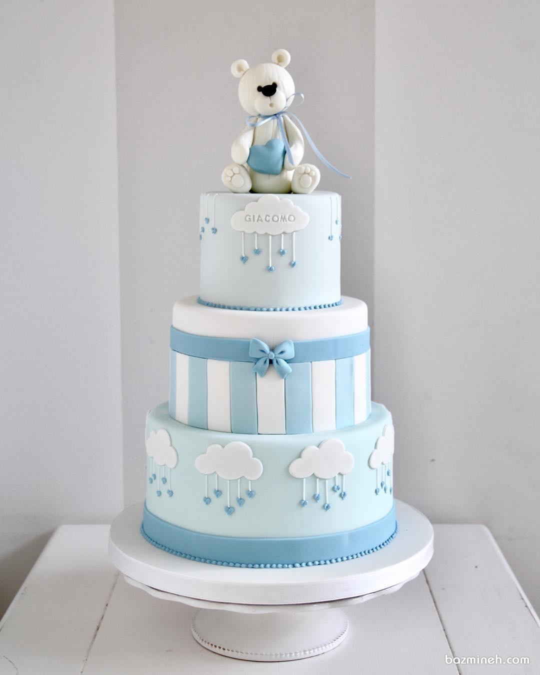 کیک فوندانت خرس دار مناسب برای جشن بیبی شاور یا تولد پسرانه با تم سفید آبی
