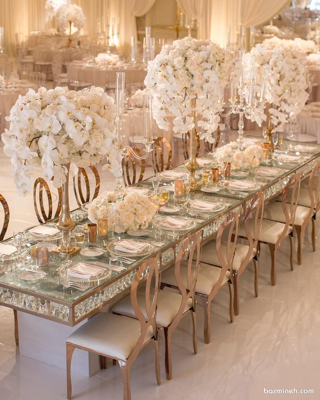 دکوراسیون شیک مجالس باشکوهی چون جشن عروسی همراه با میزآرایی شیک با گل های ارکیده سفید
