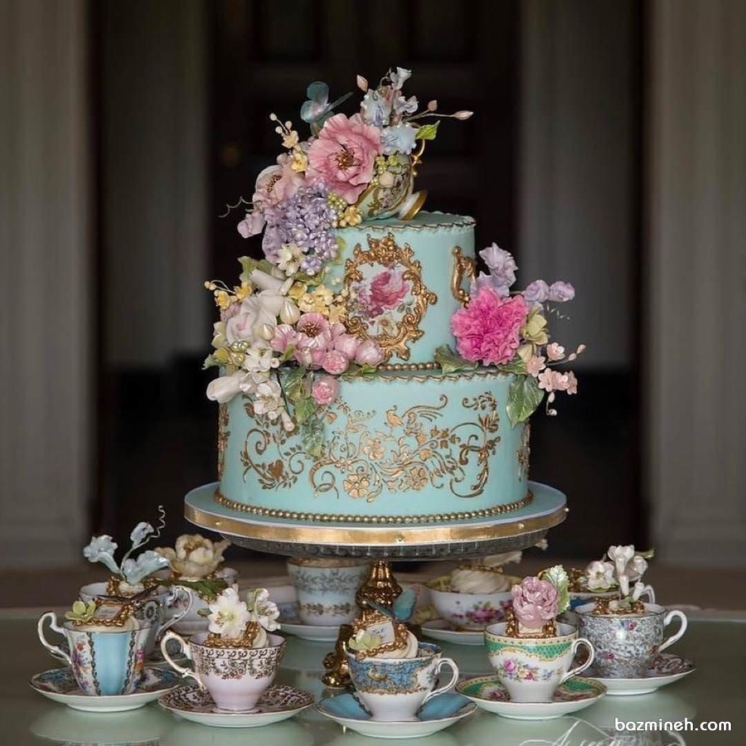 کیک و کاپ کیک های کلاسیک و منحصر به فرد با گل های تزئینی زیبا مناسب برای جشن تولد یا نامزدی