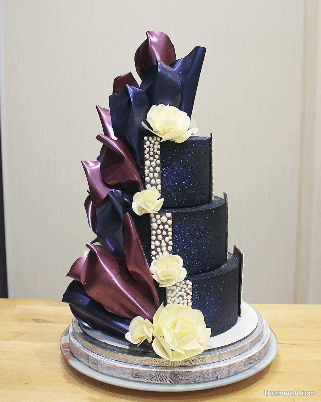 کیک چند طبقه متفاوت بزم نامزدی با تم سورمه ای زرشکی