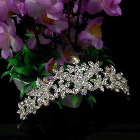 تاج فانتزی عروس با گل های سنگ دار زیبا مناسب برای مدل موهای فر