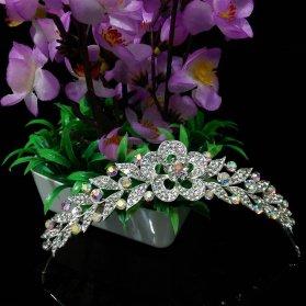 تاج ساده عروس با طرح گل مناسب برای مدل شینیون باز