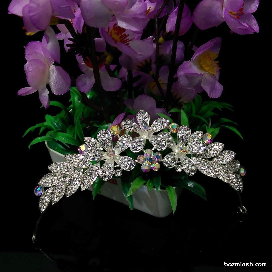 تاج عروس کوتاه با طرح گل مناسب برای عروس خانم هایی با صورت مربع یا مستطیلی