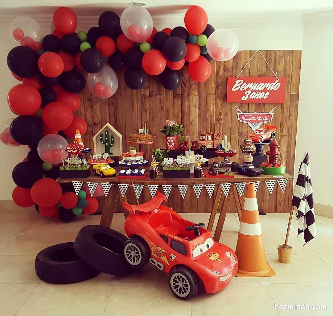 دکوراسیون و بادکنک آرایی جشن تولد پسرانه با تم کارتون ماشین ها