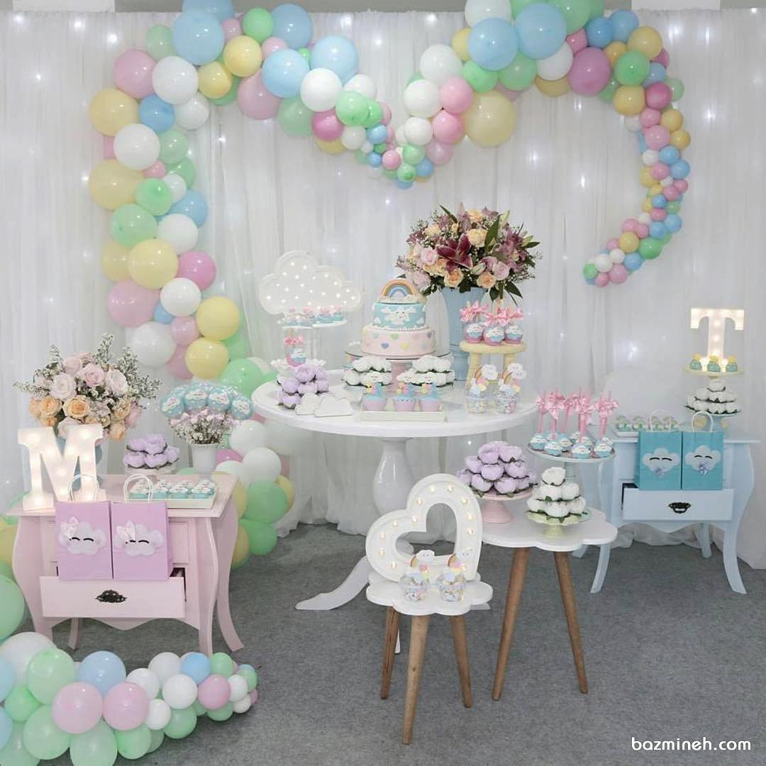 دکوراسیون و بادکنک آرایی جشن تولد کودک با تم ابر و رنگین کمان