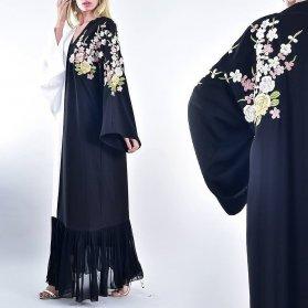 مانتو بلند مشکی گلدوزی شده مدلی شیک و زیبا برای مانتو عقد