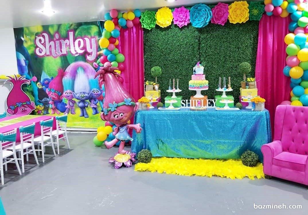 دکوراسیون و بادکنک آرایی شاد و رنگارنگ جشن تولد کودک با تم ترول ها (Trolls)