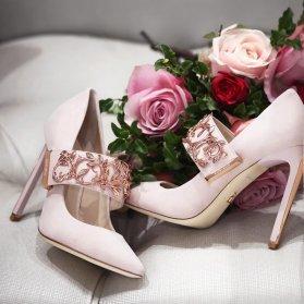 کفش شیک پاشنه بلند نوک تیز مناسب برای ست کردن با لباس نامزدی