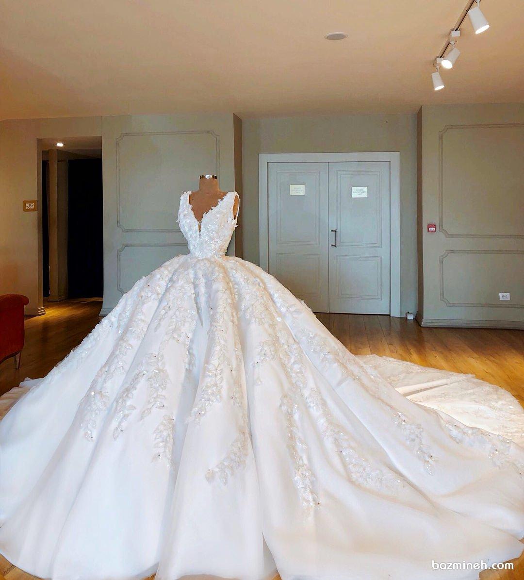لباس عروس شیک و زیبا با دامن پفی دنباله دار مناسب برای عروس خانم های خوش اندام