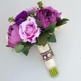 دسته گل بنفش برای عروس خانمهای جوان و با استایل مدرن