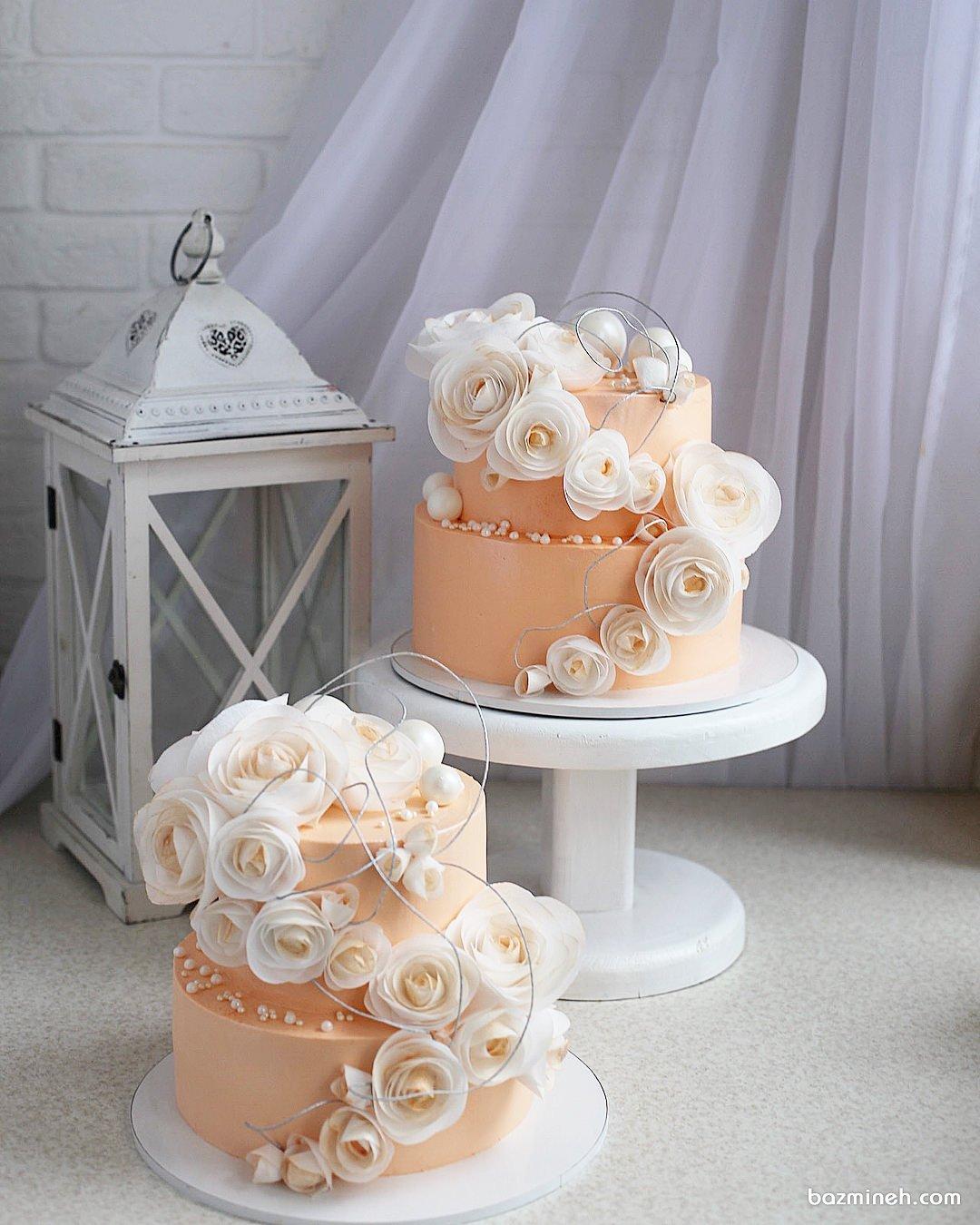 کیک زیبای جشن تولد یا سالگرد ازدواج تزیین شده با گل و مروارید