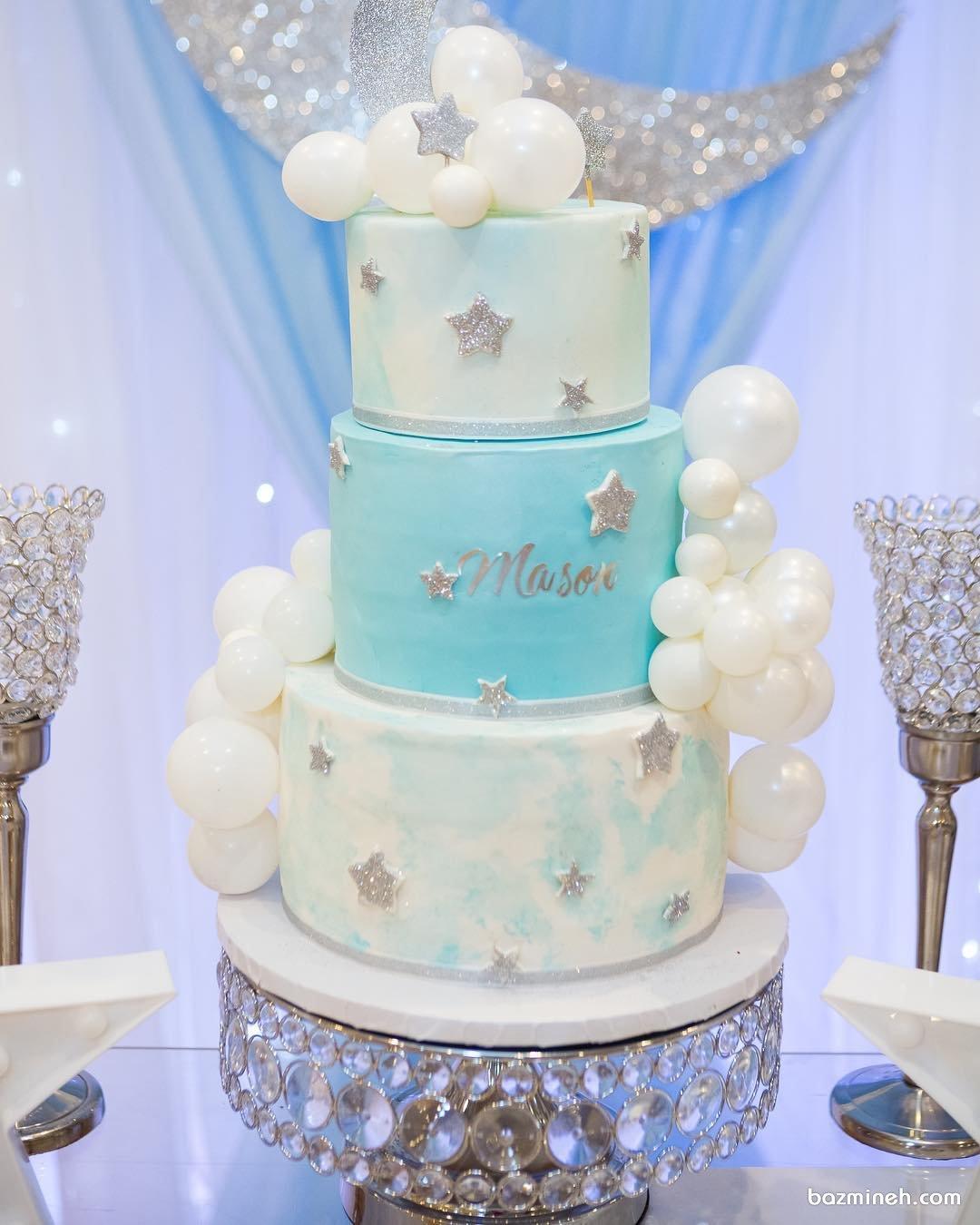 کیک چند طبقه جشن بیبی شاور پسرانه با تم ماه و ستاره تزیین شده با بادکنک های کوچولوی بامزه