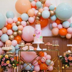 دکوراسیون و بادکنک آرایی شیک و زیبای جشن تولد دخترانه با تم  صورتی نارنجی آبی