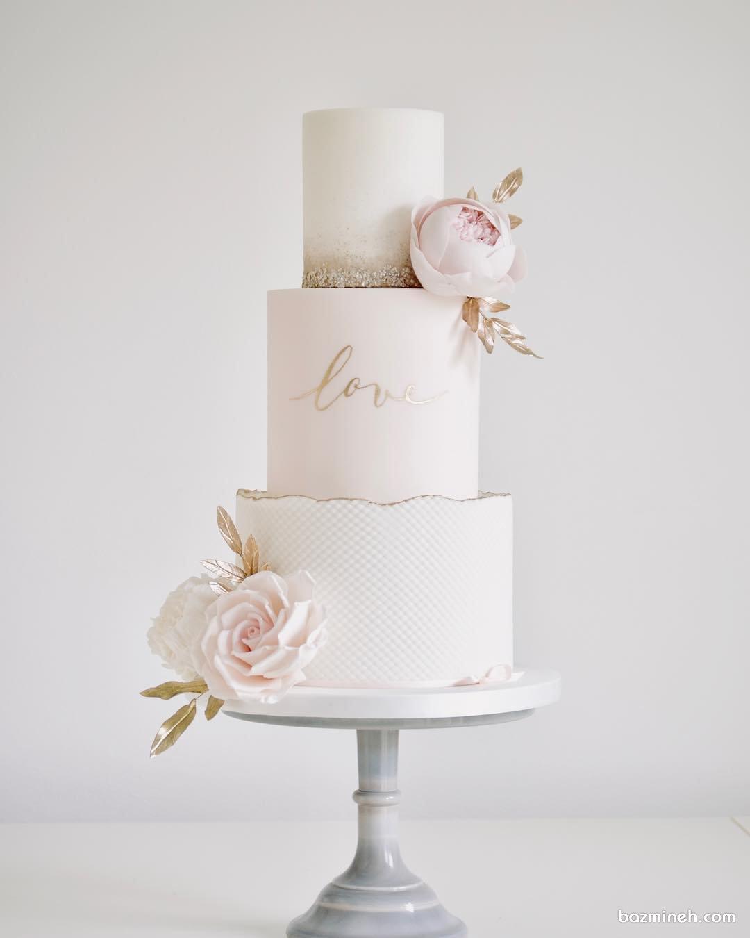 کیک چند طبقه زیبای جشن نامزدی یا سالگرد ازدواج با تم سفید صورتی طلایی