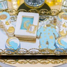 کوکی های بامزه جشن بیبی شاور پسرانه با تم ماه و ستاره طلایی آبی