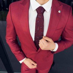 کت و شلوار ست قرمز رنگ پیشنهادی متفاوت برای مراسم های پیش از عروسی مثل بله برون و حنابندان