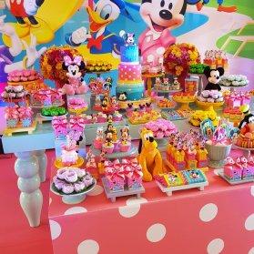 دکوراسیون و بادکنک آرایی شاد و رنگارنگ جشن تولد کودک با تم میکی موس و مینی موس