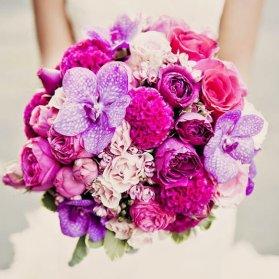 دسته گل عروس با گلهای زیبا و رنگارنگ ارکیده، رز و هورتانسیا انتخابی برای عروس خانم ها با استایل یونیک