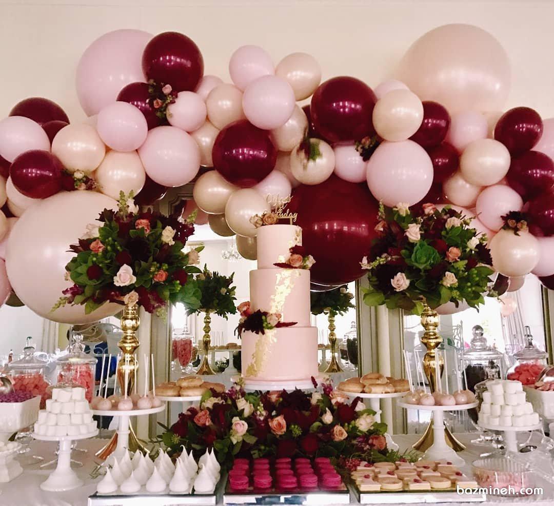 دکوراسیون و بادکنک آرایی جشن تولد بزرگسال یا نامزدی با تم صورتی قرمز همراه با گل آرایی