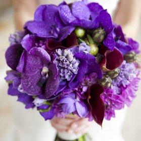دسته گلی زیبا و جذاب مناسب جشن های باشکوه نامزدی و عروسی