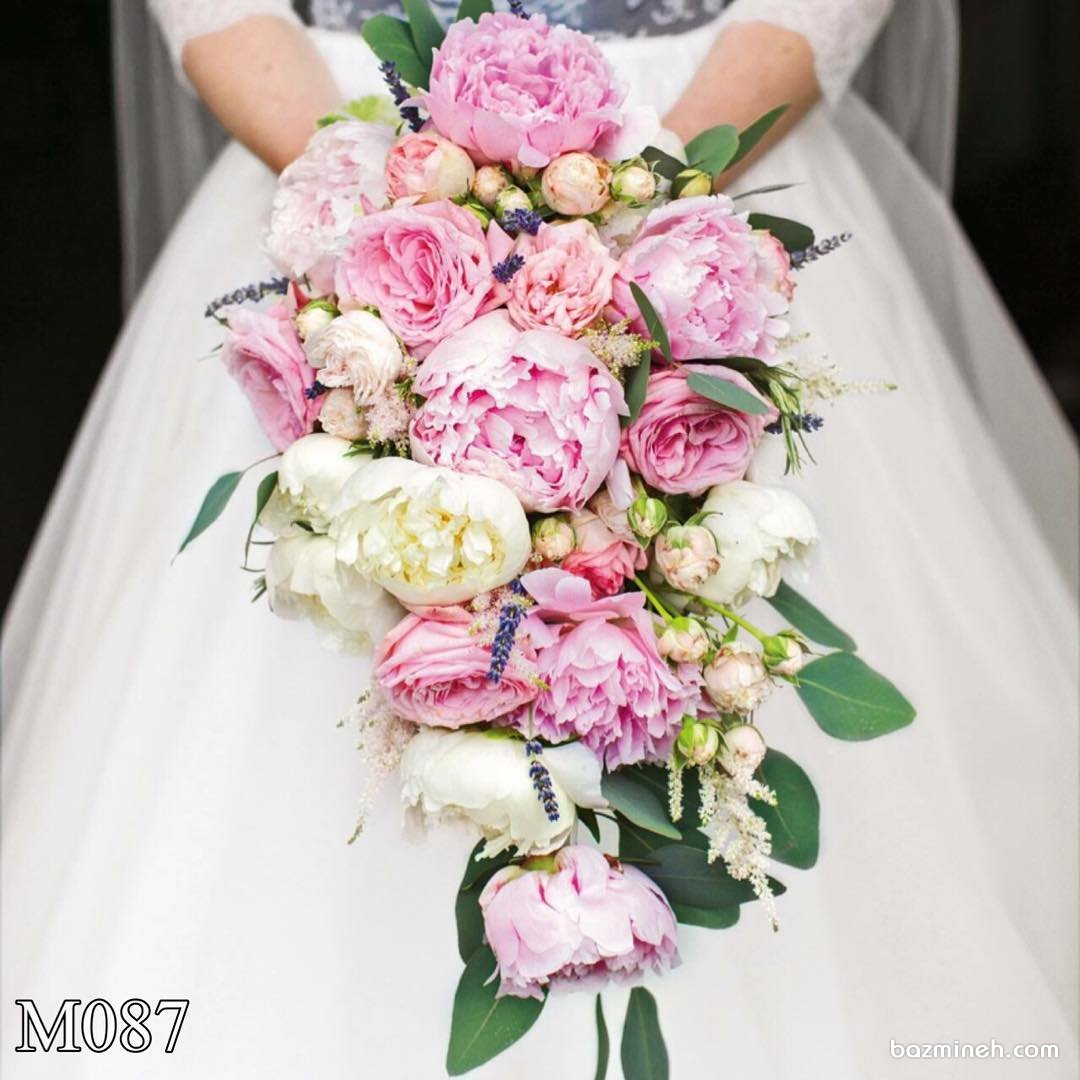 دسته گلی با گلهای صدتومنی دو رنگ به صورت آبشاری مناسب عروس خانم ها با استایل وینتیج