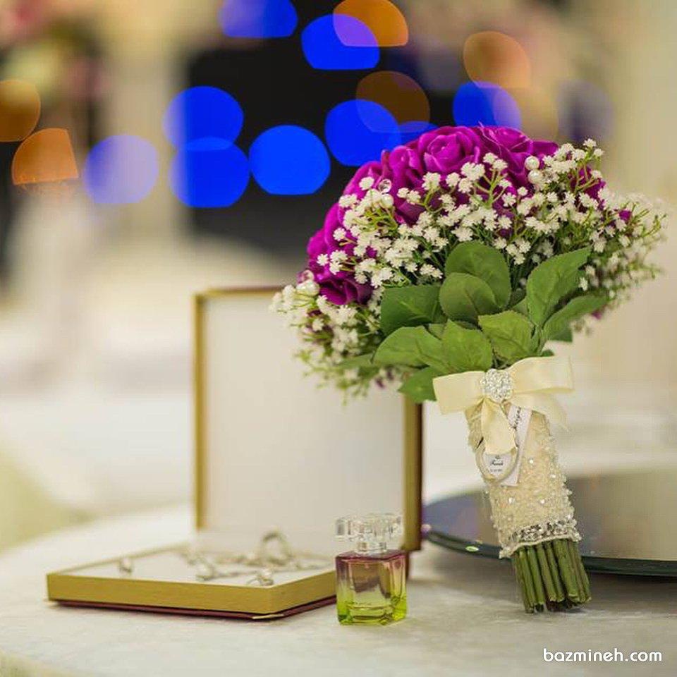 دسته گلی زیبا و خاص برای عروس خانم ها با استایل لوکس