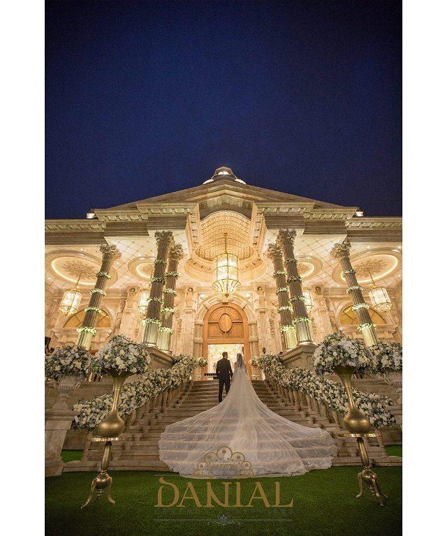 عمارت مجلل دانیال حرفه اي ترين برگزاركننده جشن هاي نامزدي و عروسـي داراي عمارتي رويايي با سبك معماري كلاسيك و اروپايـي ٨ ٥٠٠ ١٠٠ ٠٩١٢ _ ٨١ ٩٥٥ ٢٢٠
