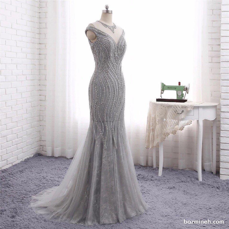 لباس مجلسی بلند زنانه با پارچه نقره ای رنگ سنگدوزی شده مناسب برای عروس خانم های خوش سلیقه برای جشن نامزدی یا ساقدوش های عروس