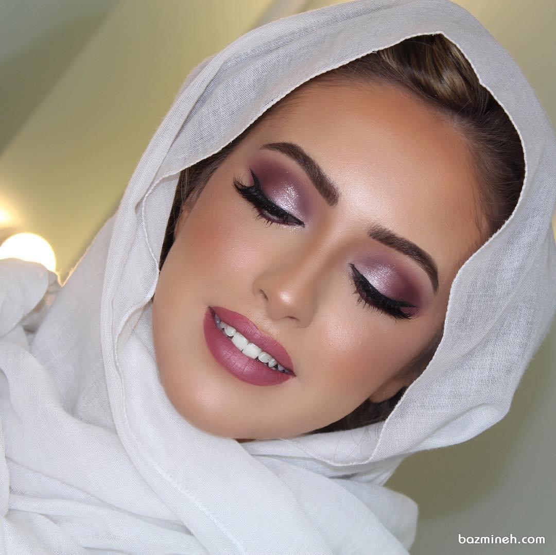آرایش لایت و ملایم عروس با سایه اکلیلی هماهنگ با رنگ رژ لب