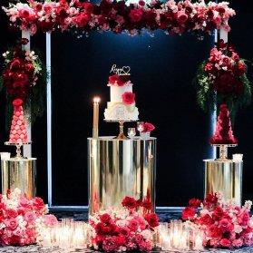 گل آرایی و شمع آرایی خاص جشن تولد یا نامزدی با تم طلایی قرمز
